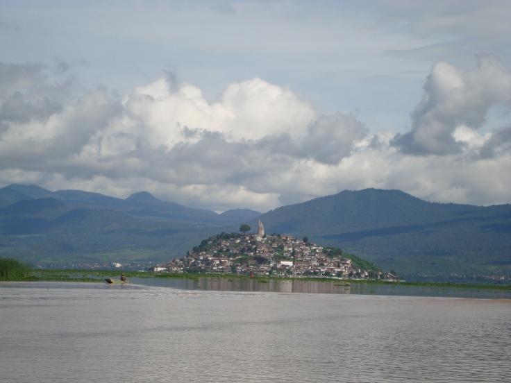 Isla_de_Janitzio,_desde_el_Lago_de_Pátzcuaro