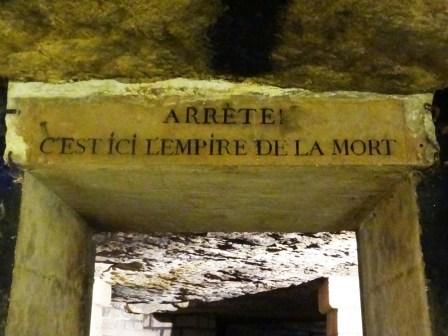 arrête-cest-ici-lempire-de-la-mort-catacombes-Paris