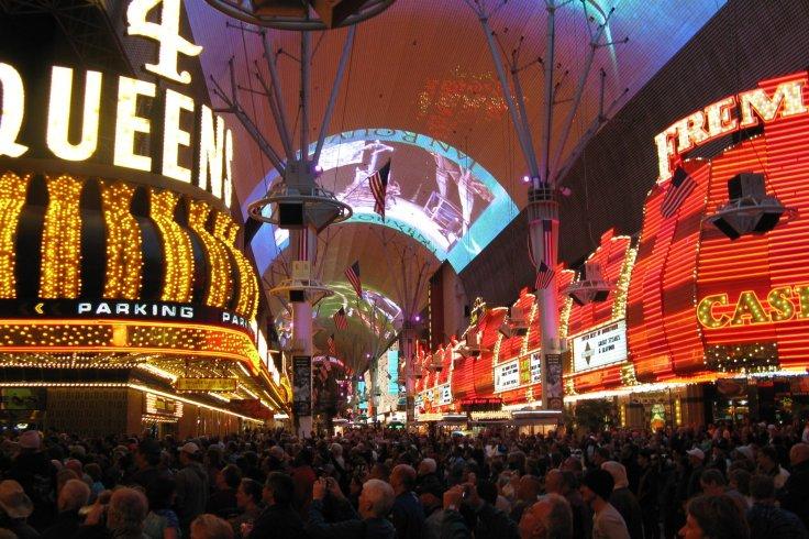 Fremont_Street_Experience,_Las_Vegas_NV